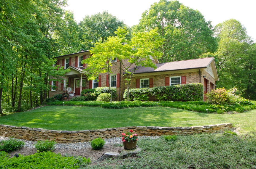 Homes in Oakton Backing To Parkland