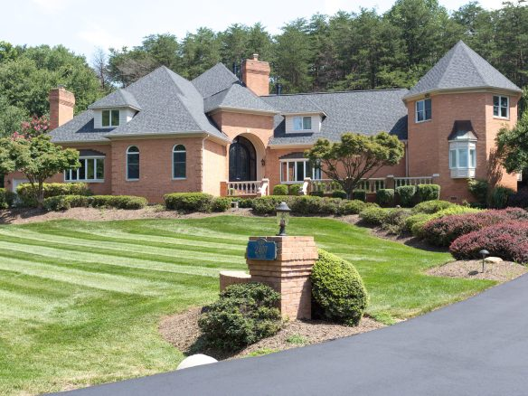 Luxury Home For Sale in Oakton