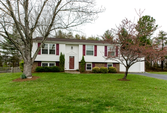 Single Family Homes For Sale in Sterling Under $500K